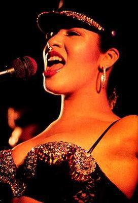 Selena Quintanilla-Pérez wallpaper with a concert entitled Selena