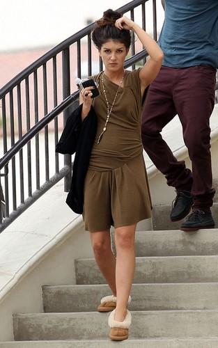 Shenae on set '90210'