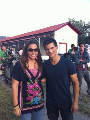 Taylor Lautner - with fan