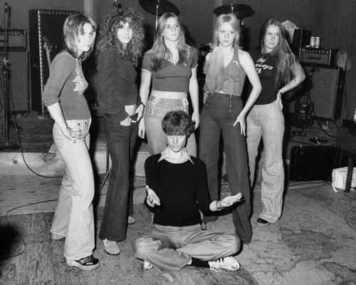 The Runaways with Kim Fowley - 1975 - the-runaways Photo