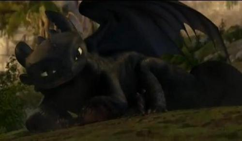 Toothless lying down 壁紙