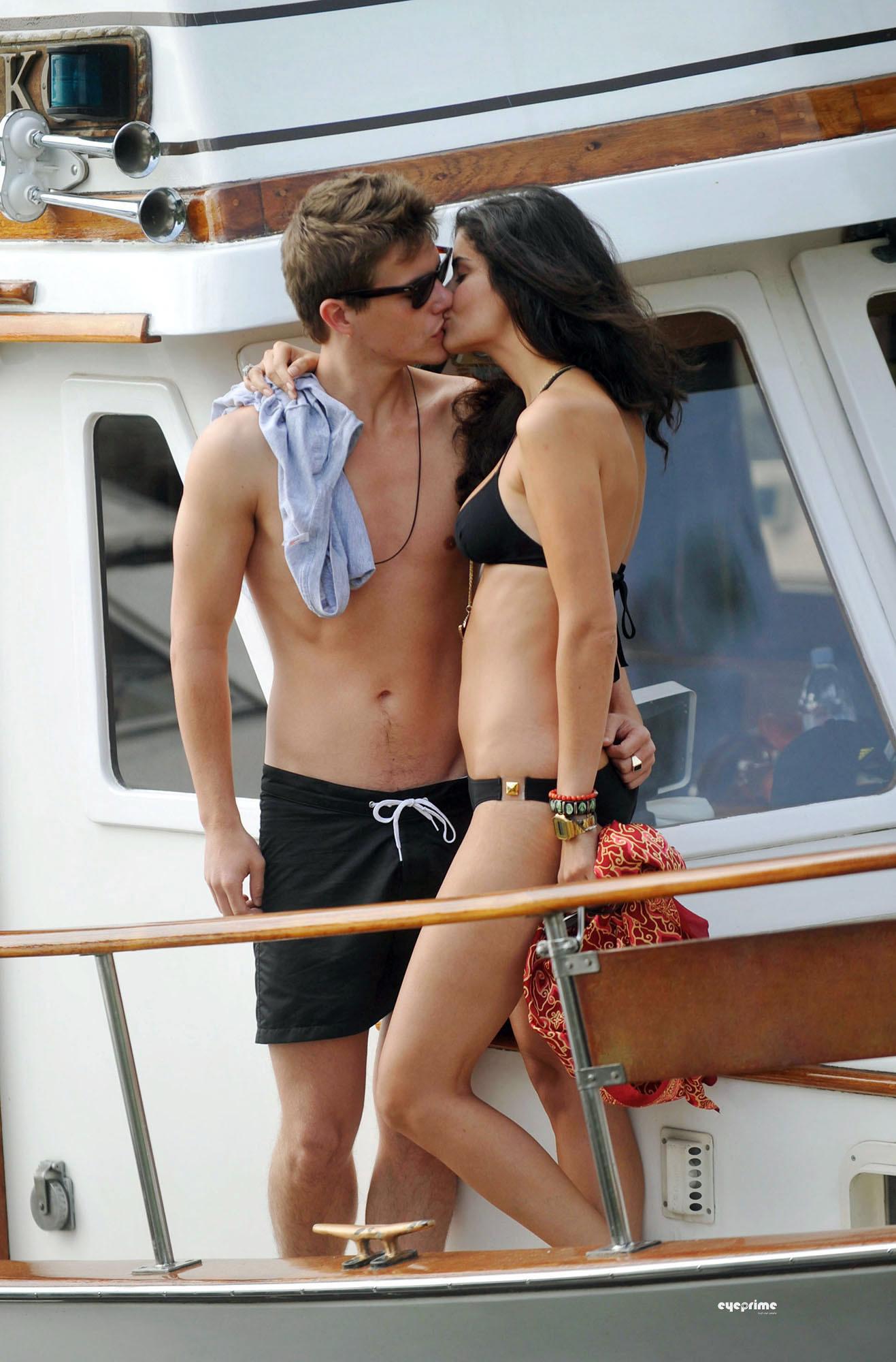 Xavier Samuel and Shermine Shahrivar ciuman