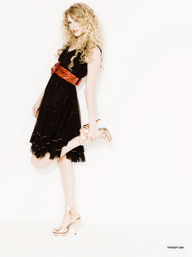 new picture of Taylor from the 2009 May issue Seventeen Magazine
