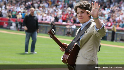 Nick Jonas Hintergrund probably with a gatter, wicket called nick jonas