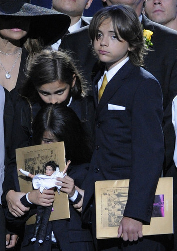 prince,michael,paris,blanket