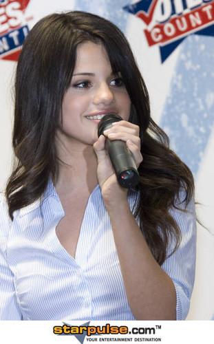 she is so pretty !!