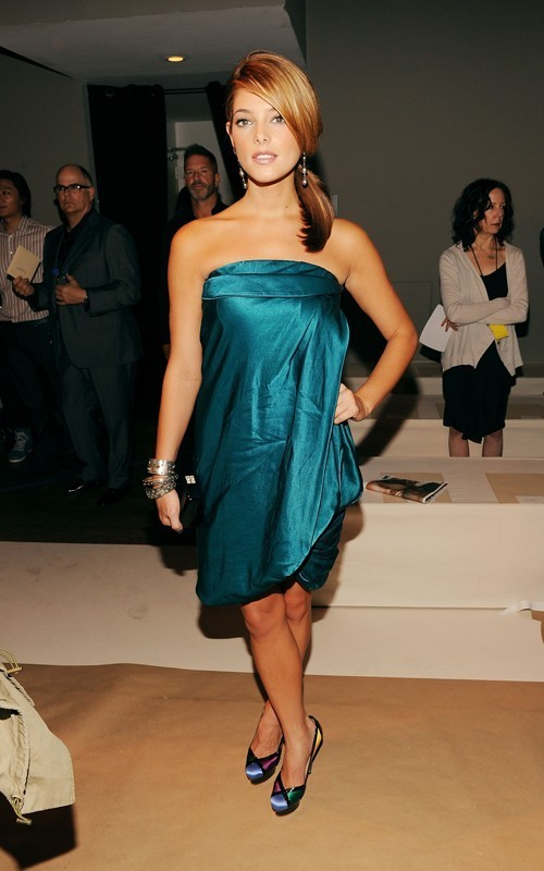 Ashley Greene at the Donna Karan fashion প্রদর্শনী in NYC (Sept 13th)