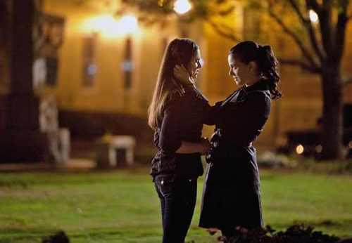 Elena-and-Isobel-the-vampire-diaries1x21