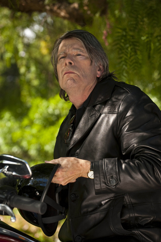 Episode 3.03 - Caregiver - Promotional picha with Stephen King