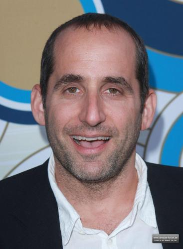Peter Jacobson karatasi la kupamba ukuta possibly with a business suit and a portrait called Fox's Fall Eco-Casino Party 2010 [September 13, 2010]