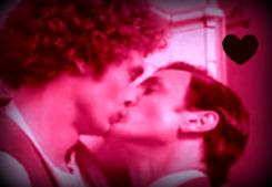 Franco and Penn Kiss!