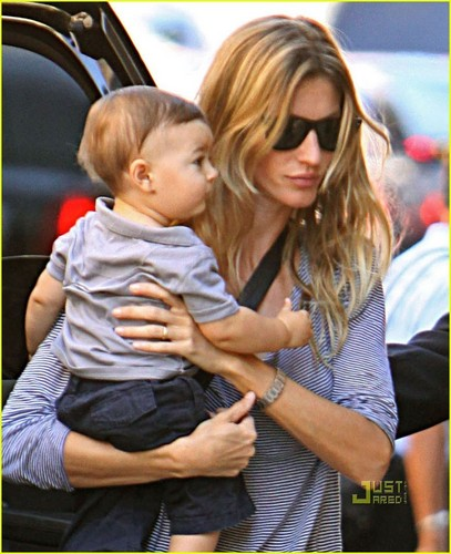 Gisele Bundchen & Baby Benjamin: NYC Fashion Fun - gisele-bundchen Photo