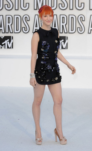 Hayley Williams karatasi la kupamba ukuta probably with a leotard called Hayley at MTV VIdeo muziki Awards