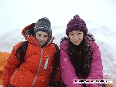 Jodelle Ferland on set of Ice Quake (2010)