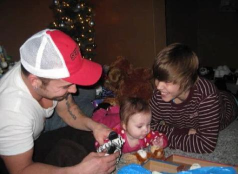 Justin Bieber wallpaper probably with a holiday dinner entitled Justin & Jazzy-Jazzy & Justin