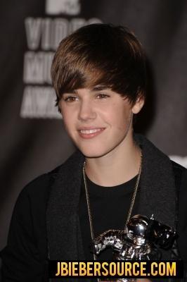Justin in the VMA 2010 press room