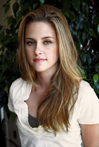 Kristen Stewart fond d'écran with a portrait titled Kristen Stewart [HQ]