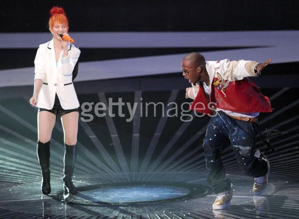 "MTV VMAs 2010: ""Airplanes"" Performance - paramore photo"