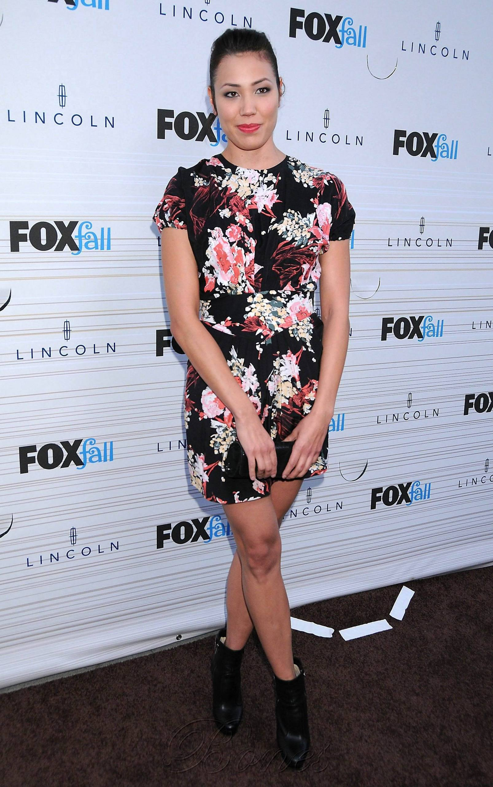 Michaela Conlin - HQ 图片 Of The 狐狸 Fall Party