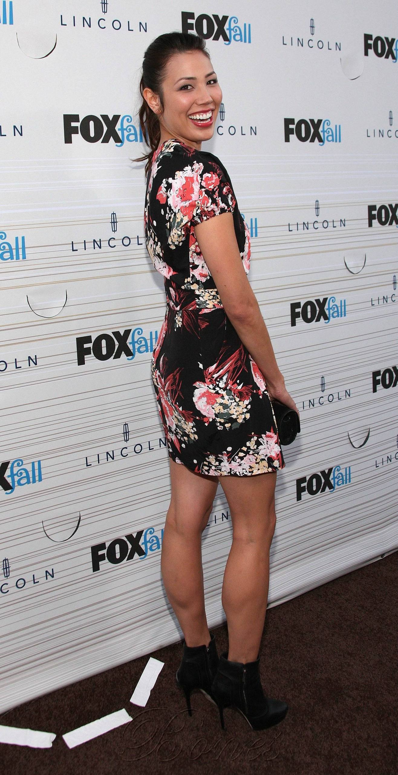 Michaela Conlin - HQ immagini Of The volpe Fall Party