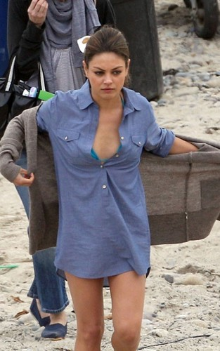 Mila on set 'Friends with Benefits'