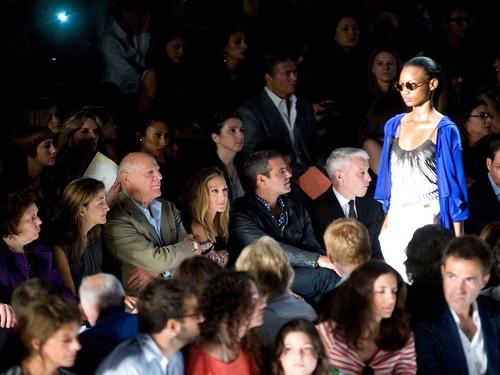 Sarah Jessica Parker achtergrond containing a business suit called SJP @ Mercedes Benz Fashion Week: Diane Von Furstenberg - Spring 2011