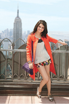 Selena cute - alex-of-wowp-vs-hannah-of-hm Photo