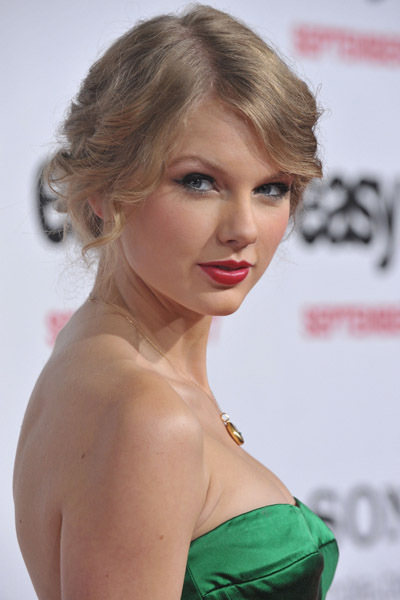 Taylor @ Easy A Los Angeles Premiere
