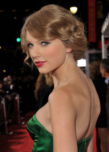 Taylor @ Easy A Los Angeles Premiere
