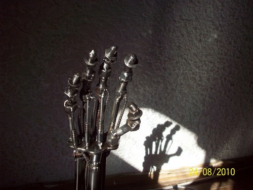 टर्मिनेटर Arm made with junk,bolts,nuts