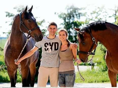 Thomas Müller & Lisa with his two cavalos Lou and Radcliffe