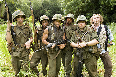 Robert Downey Jr. wallpaper with a green beret, a rifleman, and fatigues entitled Tropic Thunder