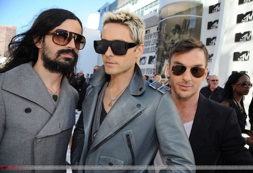 30 Seconds To Mars wallpaper containing sunglasses entitled VMA 2010 Arrivals