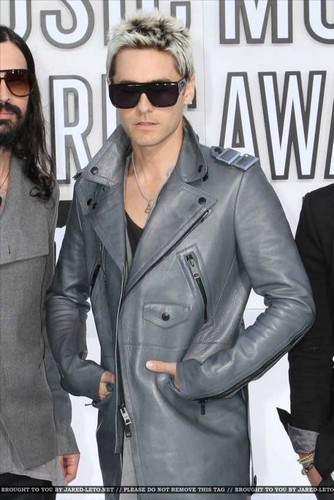 30 Seconds To Mars wallpaper probably containing a business suit and a well dressed person entitled VMA 2010 Arrivals