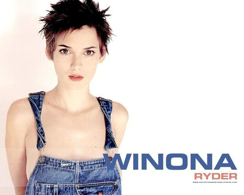 Winona Ryder wallpaper possibly with a portrait titled Winona Ryder
