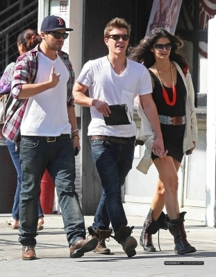 Xavier Samuel and his girlfriend in NYC