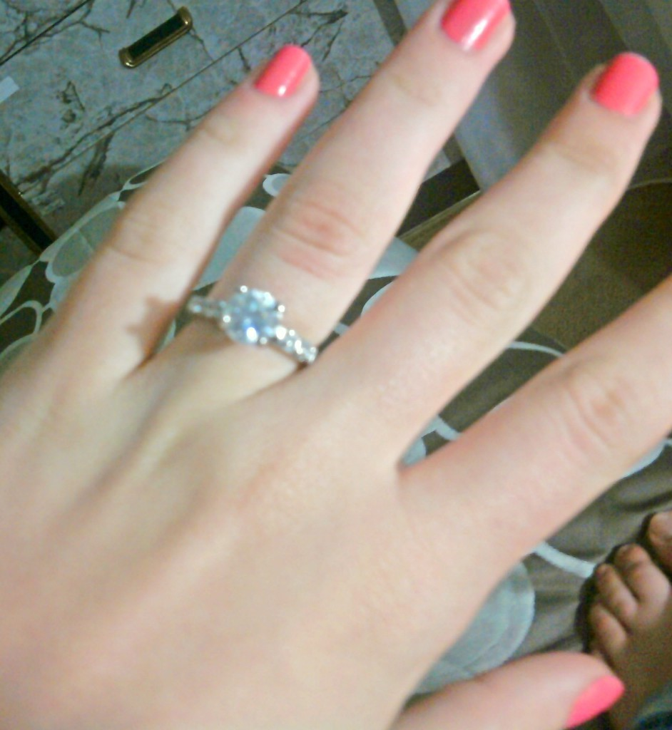 me engagement ring real diamond :D