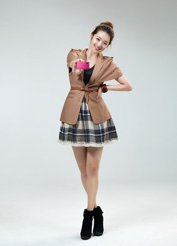 F(x) wallpaper probably with a skirt and a cocktail dress called sulli