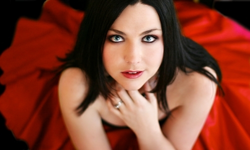 Pictures to drool over - Page 6 Amy-Lee-amy-lee-15618107-500-300