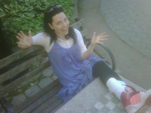 Amy Lee's injured leg!