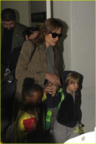 Angelina Jolie wallpaper titled Angelina, Zahara & Shiloh @ LAX