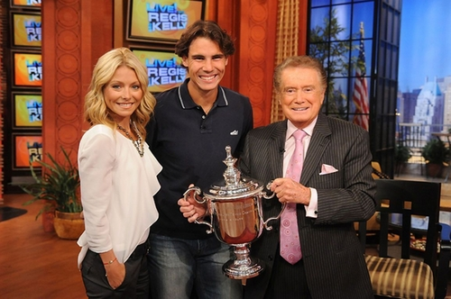 Appearing on Live! with Regis and Kelly montrer (14Sep10) 2