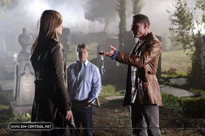 قلعہ - Episode 3.03 - Under the Gun - Promotional تصاویر
