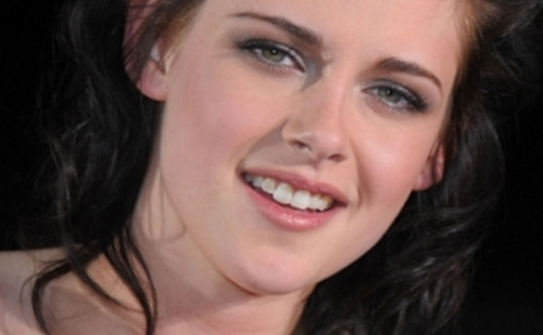 Mafuatano ya Twilight karatasi la kupamba ukuta containing a portrait entitled Close up - Kristen Stewart