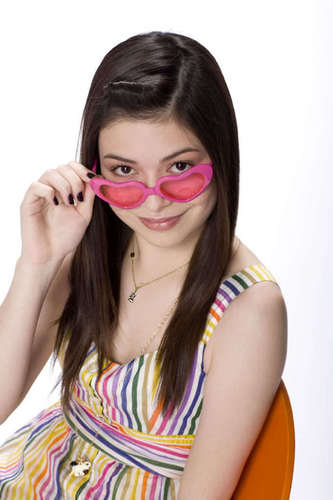 iCarly वॉलपेपर possibly with sunglasses and a portrait entitled Cute Carly!!