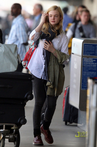 Elle at LAX airport on Saturday (September 18)