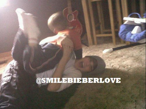 justin bieber funny pics. Exclusive: Justin Bieber with