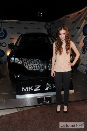 Hayley McFarland @2010 狐, フォックス Fall Eco-Casino Party