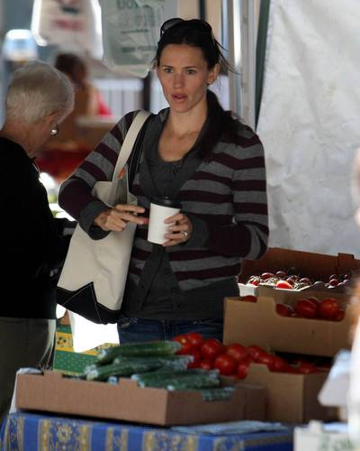 Jen takes violeta and Seraphina to the Farmer's Market!