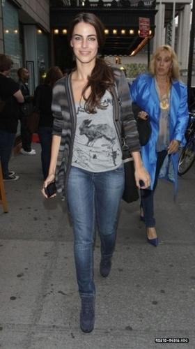 Jessica strolls around New York